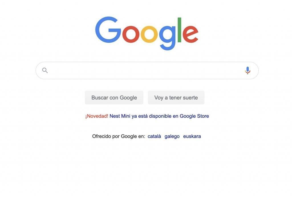 Aviso de Google Nest Mini en la página principal de Google